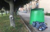 Se segueix identificant persones que dipositen les escombraries a la via pública