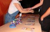 350 joves van passar per l'estand 'A cegues no mola' durant la festa major