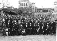 Grup coral i orquestra del Casino de Taradell amb motiu de la celebració de la Festa de Pasqua per cantar caramelles, als anys 20. Robert de Vic | AFT (Pilar Roca).