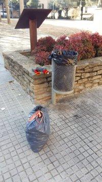 Bossa residus domèstic a paperera pública