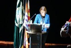 La directora de la Biblioteca de Taradell, Eva Leucó, fa el pregó dels Tonis