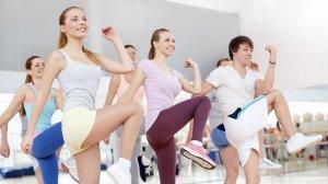 AERÒBIC - Activitat coreografiada amb suport musical amb la que milloraràs la resistència muscular i cardiovascular, la coordinació i el sentit del ritme. S'hi poden incloure diverses modalitats. Durada: 45 minuts | Intensitat: Mitjana-alta