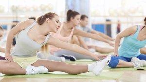 ESTIRAMENTS: Es fa un treball general de flexibilitat muscular, mobilitat articular i tècniques de relaxació. L'adquisició de coneixements quant a la correcta execució del gest tècnic així com la identificació i diferenciació dels grups musculars implicats a cada moment forma part del conjunt d'objectius. Durada: 45 minuts | Intensitat: Baixa