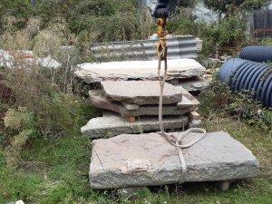 Taradell - Els Mossos d'Esquadra troben a Vic les lloses sostretes de la resclosa del Molí dels Sorts