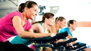 Spinning - Treball cardiovascular i de força resistència de cames sobre una bicicleta estàtica amb resistència variable seguint el ritme de la música. Aproximació a la pràctica al ciclisme en ruta o en btt. Activitat amb molt poc impacte articular - EAS Taradell