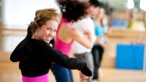 Zumba: Activitat coreografiada que té com a objectiu la millora de la resistència aeròbica. L'activitat es basa en la realització de passos bàsics dels balls llatins més coneguts amb la música de més actualitat - EAS Taradell