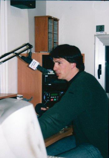 Jordi Roca fent ràdio.