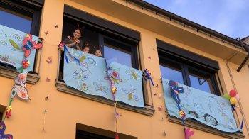 GALERIA DE FOTOS. Arlet i Martí Codina, i Mireia Redorta guanyen el concurs de balcons i finestres de Carnaval