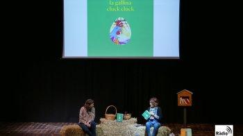 FOTOS: Inauguració del punt d'intercanvi de llibres a Castellets amb 'La gallina cluck cluck'