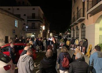 FOTOS i VÍDEOS. Torna la protesta per reclamar la llibertat dels presos polítics davant de l'Ajuntament