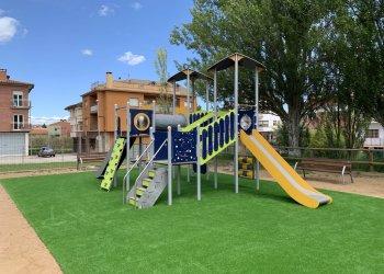 La plaça del Sol estrena un nou parc infantil