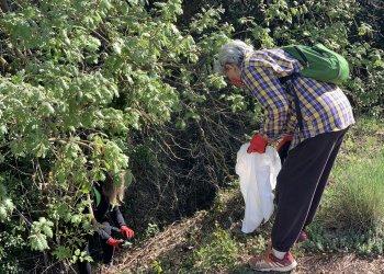 FOTOS. 50 voluntaris i els centres educatius netegen l'entorn de Taradell
