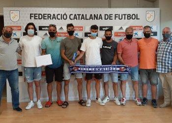 La UD Taradell rep el trofeu de campió de Lliga de Tercera