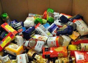 Alumnes de l'Institut organitzen un recapte solidari d'aliments