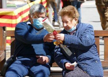 GALERIA DE FOTOS: Sant Jordi retorna l'amor als carrers de Taradell