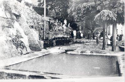 Imatge antiga de la Font Gran amb un dels safareigs