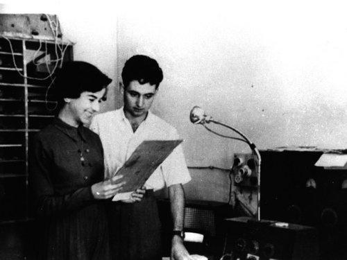 Fina Roma i Jordi Recoder, dos dels locutors dels inicis de Ràdio Taradell als anys 50.