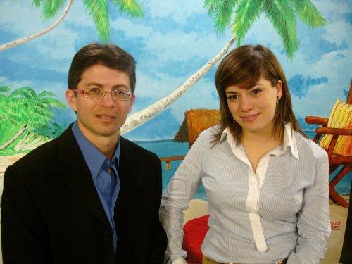 Omar Castillo i Adriana Barba, presentadors de 'Frecuencia tropical' a TVO.
