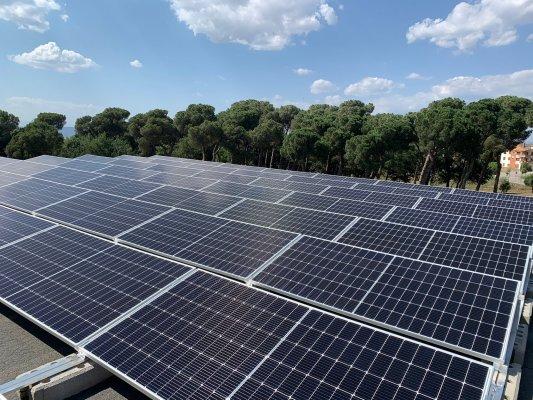 Taradell ja disposa de la primera instal·lació d'autoconsum fotovoltaic en equipaments públics