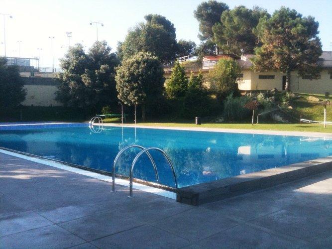 Mesures i consells de protecció per a la COVID-19, en cas de bany en piscines, rius o estanys