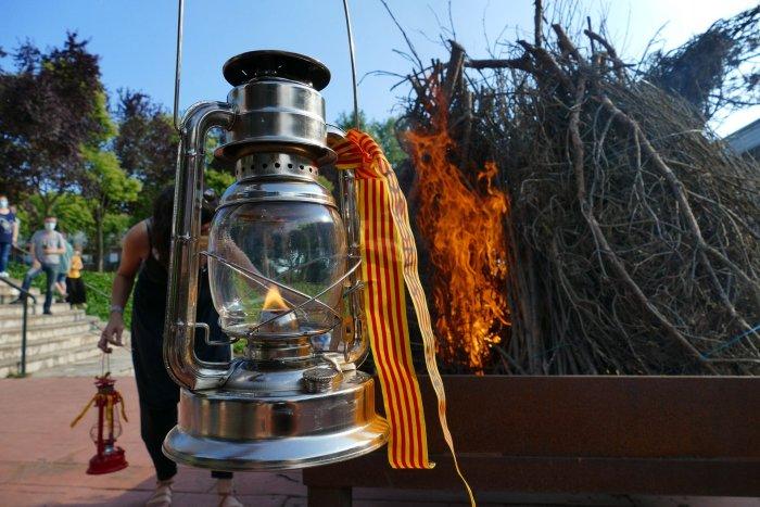 GALERIA DE FOTOS. Arribada de la Flama del Canigó i encesa de la foguera de Sant Joan