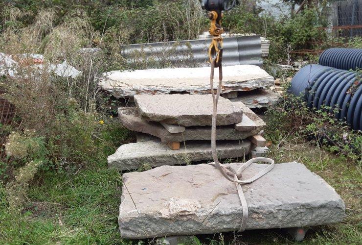 Troben a Vic les lloses sostretes de la resclosa del Molí dels Sorts