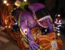 Una vintena de carrosses i comparses a una rua de Carnaval que estrena recorregut
