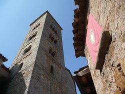 El campanar romànic de Taradell, durant la Festa Major del 25 d'agost