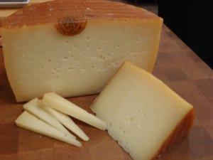 La Biblioteca proposa un tast de formatges del País Basc