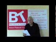Assumpta Izern llegeix el poema en català