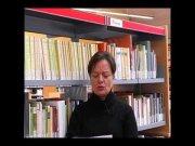 Nicole Balm llegeix el poema en neerlandès