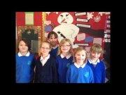 Petits lectors de la Dingwall Library llegeixen tres poemes en gaèlic